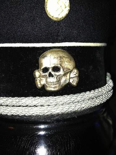 How do you show your SS insignia?