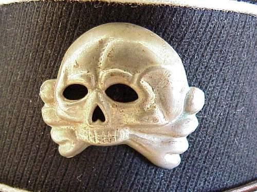 Early cap insignia.  No reverse shot....!?