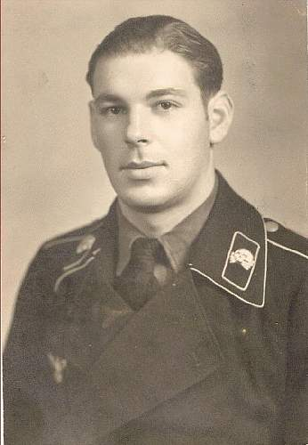 Click image for larger version.  Name:On Panzercollar 6 - Sergeant08.jpg Views:85 Size:66.6 KB ID:755774