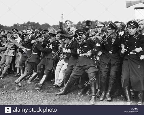 Click image for larger version.  Name:shut-off-teams-hold-back-the-crowd-on-the-nuremberg-rally-1935-CPJ1M5.jpeg Views:5 Size:181.4 KB ID:1092948