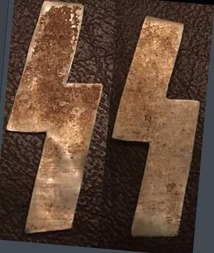 Latvian SS Metal Runes Collar Tab