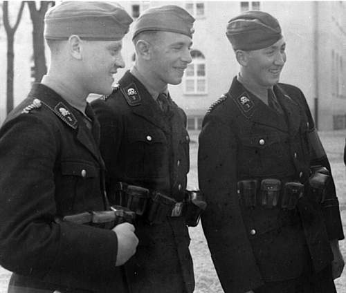 Click image for larger version.  Name:dachau.jpg Views:2068 Size:96.0 KB ID:12045