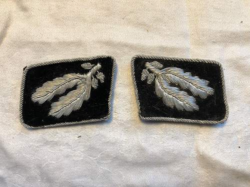 Sleeve diamond and collar tabs