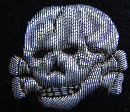 Aluminum embroidered vertical skull  ss collartab