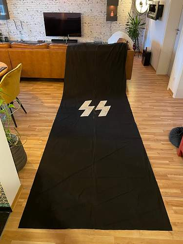 Big SS house flag 385 x 129 cm - real or fake?