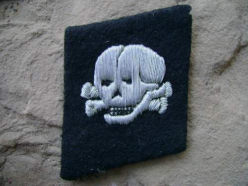 Totenkopf collar tab original?