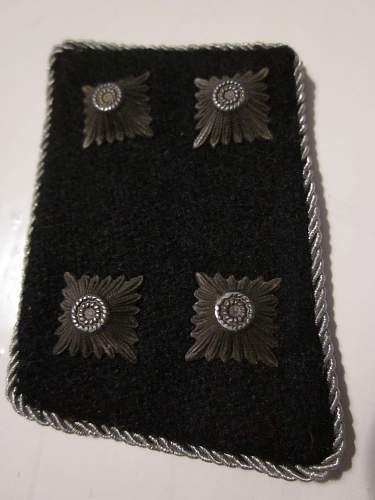 SS Sturmbanfuhrer collar tabs