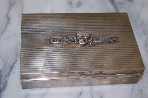 Waffen SS presentation box ?