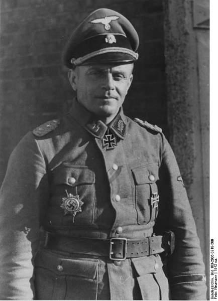 Heinz Harmel:uniform regulations