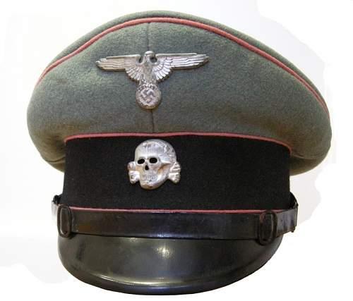 SS-cap, weapon colour green?