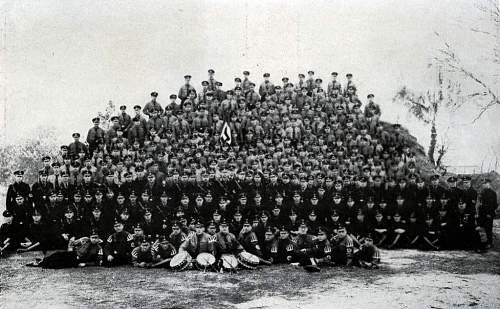 Click image for larger version.  Name:Frankfurter SS-Männer der 2. SS-Standarte mit Standartenführer Schwarz in Neu-Isenburg.jpg Views:544 Size:101.7 KB ID:218884