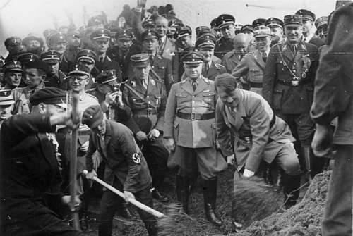 Click image for larger version.  Name:Bundesarchiv_Bild_183-R27373,_Reichsautobahn,_Adolf_Hitler_beim_1__Spatenstich,_bei_Frankfurt.jpg Views:2523 Size:134.6 KB ID:218887