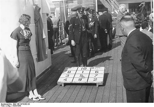 Click image for larger version.  Name:KdF-Schiff Bordspiel.jpg Views:238 Size:187.2 KB ID:218921