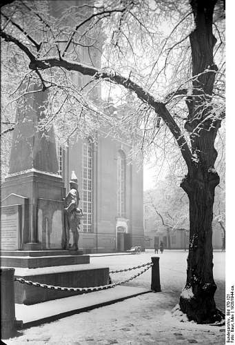 Click image for larger version.  Name:Bundesarchiv_Bild_170-121,_Potsdam,_Garnisonkirche.jpg Views:232 Size:86.6 KB ID:218960