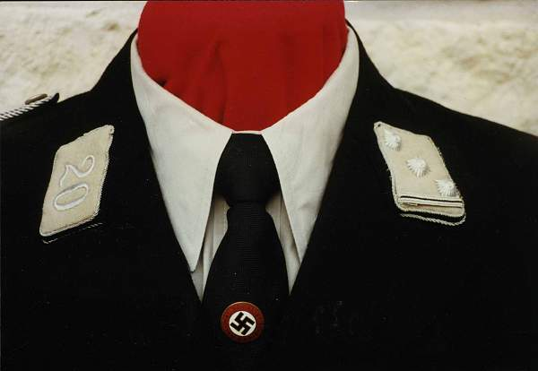 Click image for larger version.  Name:2. Stamm Tunic Collar Insignia closeup.jpg Views:169 Size:153.9 KB ID:23624