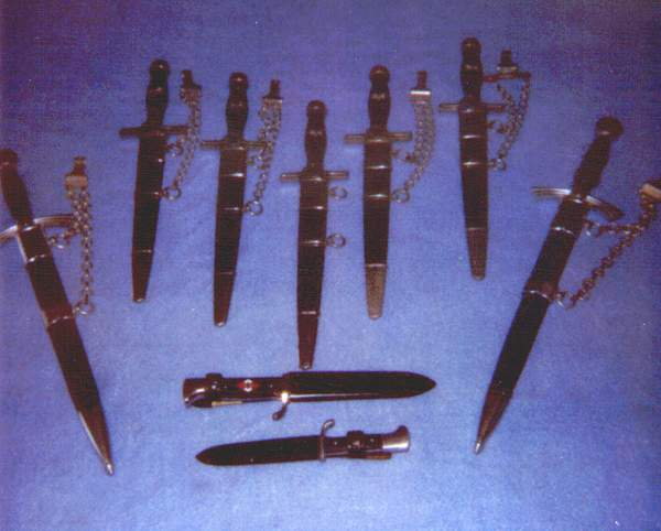 Click image for larger version.  Name:Dagger deal - Chains.jpg Views:80 Size:235.3 KB ID:23637