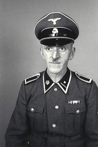 Click image for larger version.  Name:Bundesarchiv_Bild_192-035,_KZ_Mauthausen,_SS-Scharführer.jpg Views:144 Size:45.3 KB ID:250854