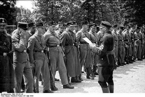 Click image for larger version.  Name:Bundesarchiv_Bild_152-01-16%2C_KZ_Dachau%2C_SS-Wachmannschaft.jpg Views:1953 Size:82.3 KB ID:25427