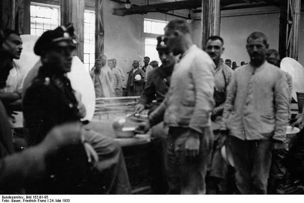 Click image for larger version.  Name:Bundesarchiv_Bild_152-01-05%2C_KZ_Dachau%2C_Essenausgabe.jpg Views:1790 Size:50.8 KB ID:25428