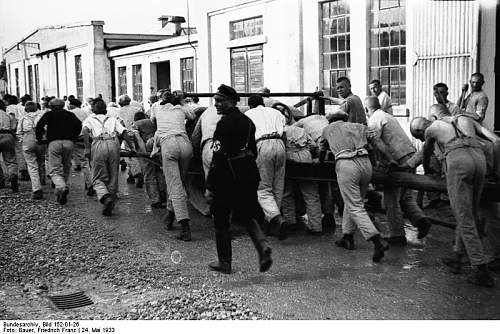 Click image for larger version.  Name:Bundesarchiv_Bild_152-01-26%2C_Dachau%2C_Konzentrationslager.jpg Views:2639 Size:84.0 KB ID:25430