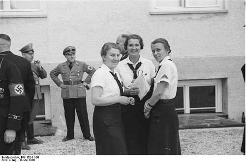 Click image for larger version.  Name:Bundesarchiv_Bild_152-11-30%2C_KZ_Dachau%2C_Besuch_von_BDM-F%C3%BChrerinnen.jpg Views:6099 Size:51.7 KB ID:25435