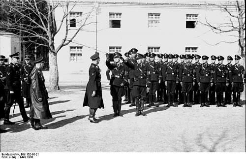 Click image for larger version.  Name:Bundesarchiv_Bild_152-16-21%2C_KZ_Dachau%2C_%C3%9Cbungslager%2C_Besuch_Heinrich_Himmler.jpg Views:1114 Size:72.0 KB ID:25438