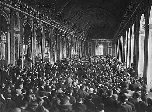 Click image for larger version.  Name:Treaty_of_Versailles_Signing,_Hall_of_Mirrors.jpg Views:99 Size:97.8 KB ID:289084
