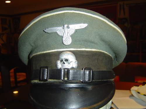 Click image for larger version.  Name:two early SS-VT NCO visor caps 001.jpg Views:47 Size:144.9 KB ID:32922