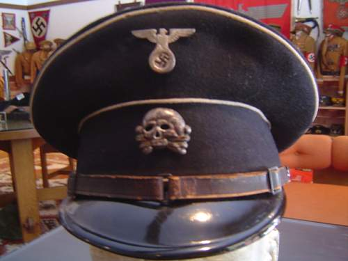 Click image for larger version.  Name:two early SS-VT NCO visor caps 011.jpg Views:32 Size:144.6 KB ID:32933