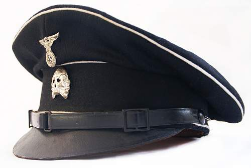 Black Sonderanfertigung cap from the mad house site.