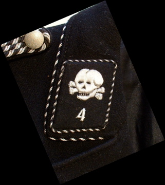 about double totenkopf collar tabs on black M32 tunic