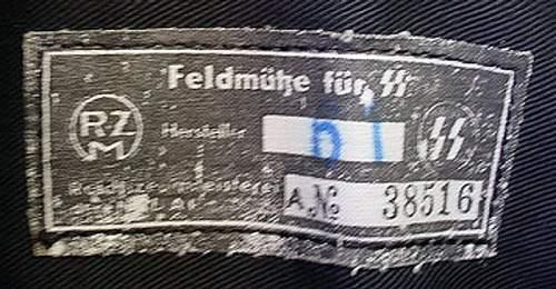 Something odd about all these SS Feldmuetzen