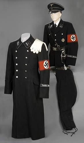 Dream and reality of black tunics.