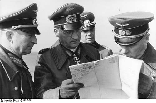Click image for larger version.  Name:Bundesarchiv_Bild_101I-719-0240-21,_Pas_de_Calais,_Rommel,_Lang,_Speidel,_Sinnhuber.jpg Views:145 Size:47.8 KB ID:413046