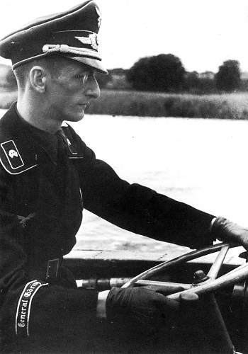 Click image for larger version.  Name:Lt. Musil of the Panzer Pionier Kp.jpg Views:538 Size:150.9 KB ID:413049
