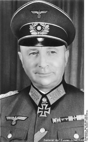 Click image for larger version.  Name:Bundesarchiv_Bild_146-1981-104-30,_Josef_Harpe.jpg Views:105 Size:51.9 KB ID:413069