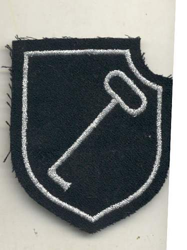 Shoulder patch 1.XX Panzerkorps officer of the LAH genuine?