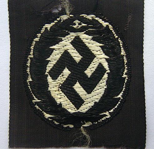 Schuma cap insignia