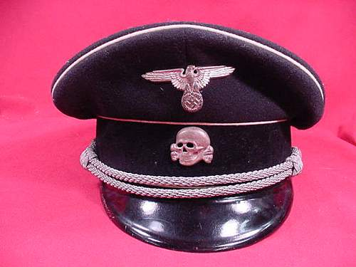 Pascal Bernhard versus the fake black officer's cap