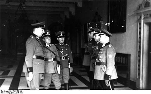 Click image for larger version.  Name:Bundesarchiv_Bild_121-0001,_Bremen,_Besichtigung_der_Schutzpolizei.jpg Views:218 Size:46.5 KB ID:461403