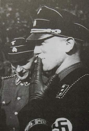 Click image for larger version.  Name:Kurt Meyer wearing black SS uniform.jpg Views:57 Size:99.8 KB ID:469389
