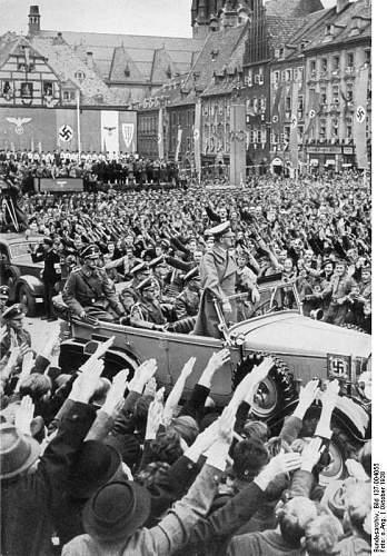 Click image for larger version.  Name:Bundesarchiv_Bild_137-004055,_Eger,_Besuch_Adolf_Hitlers.jpg Views:39 Size:101.6 KB ID:474464