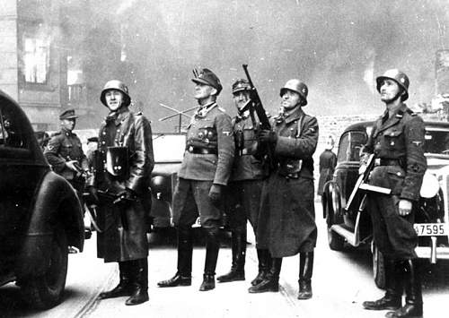 Click image for larger version.  Name:491981d1364562542-suppression-of-the-warsaw-ghetto-uprising-1943-3704653225051944826.jpg Views:150 Size:101.9 KB ID:492177