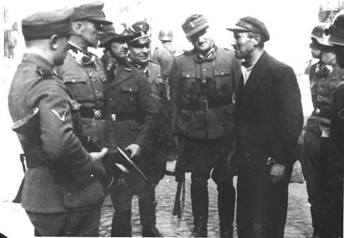 Click image for larger version.  Name:491983d1364562545-suppression-of-the-warsaw-ghetto-uprising-1943-4878887284594391701.jpg Views:1450 Size:71.7 KB ID:492178