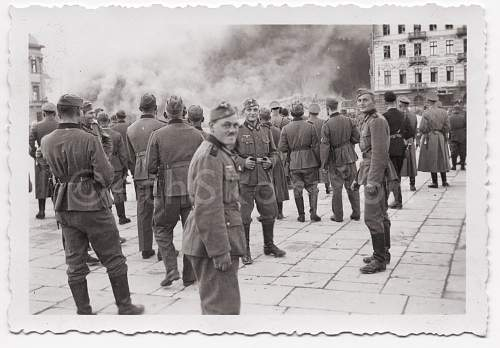 Click image for larger version.  Name:Ghetto-fire--warsaw-pows014.jpg Views:3996 Size:212.2 KB ID:492851
