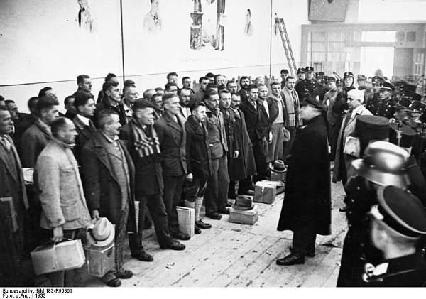 Click image for larger version.  Name:Bundesarchiv_Bild_183-R96361,_Dachau,_Konzentrationslager.jpg Views:28 Size:69.1 KB ID:56569