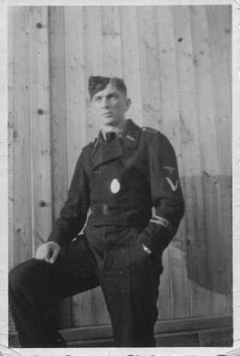 Background SS Langemarck units - units, wore this cufftitle until 1945?