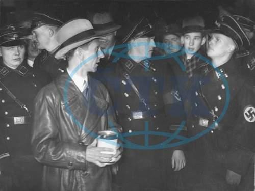 Click image for larger version.  Name:nacistický politik- na sn. před berlínským hotelem Adlon při sbírc.jpg Views:64 Size:281.5 KB ID:613720