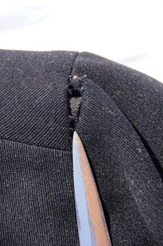 Foetid woolens: holes and their opposite.