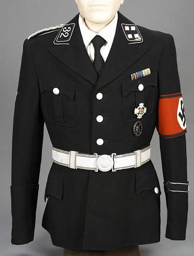 Are these men wearing Summer Dress SS uniforms?